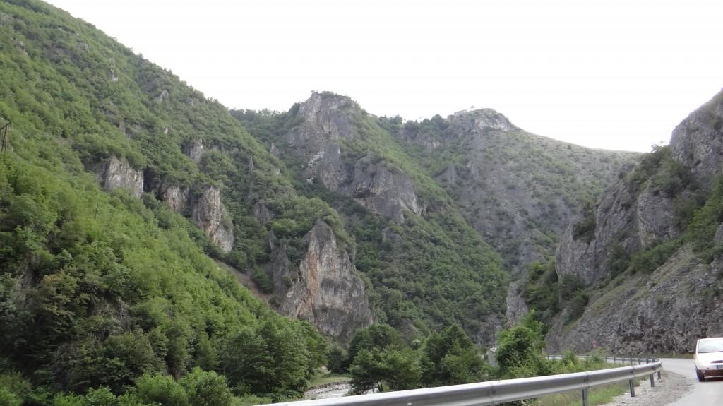 Скалите по пътя към Прищина
