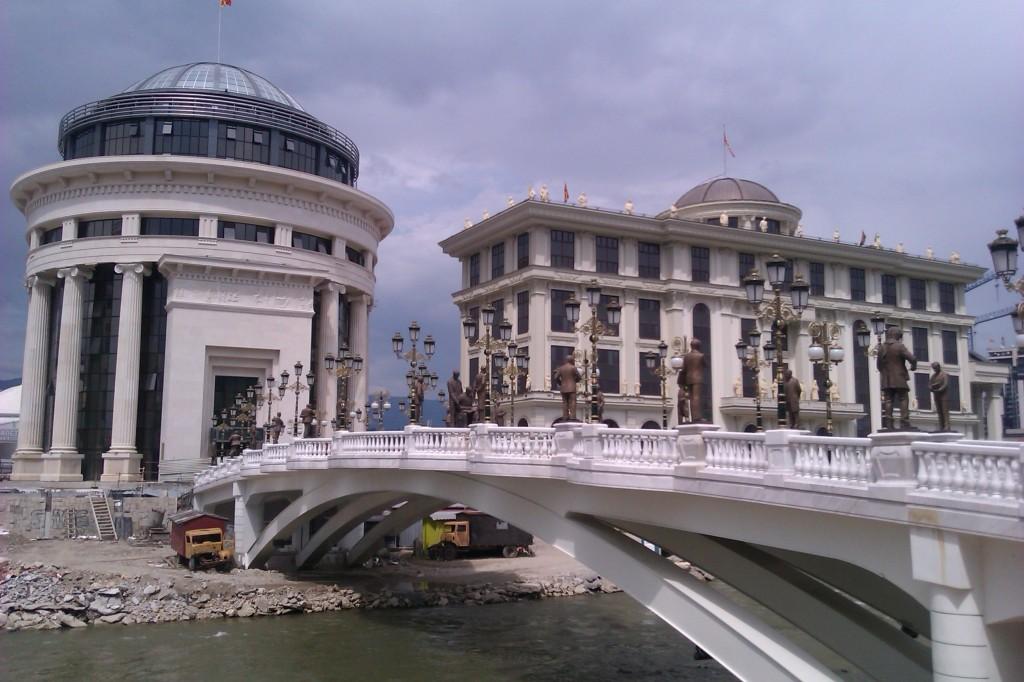 Един от мостовете над Вардар