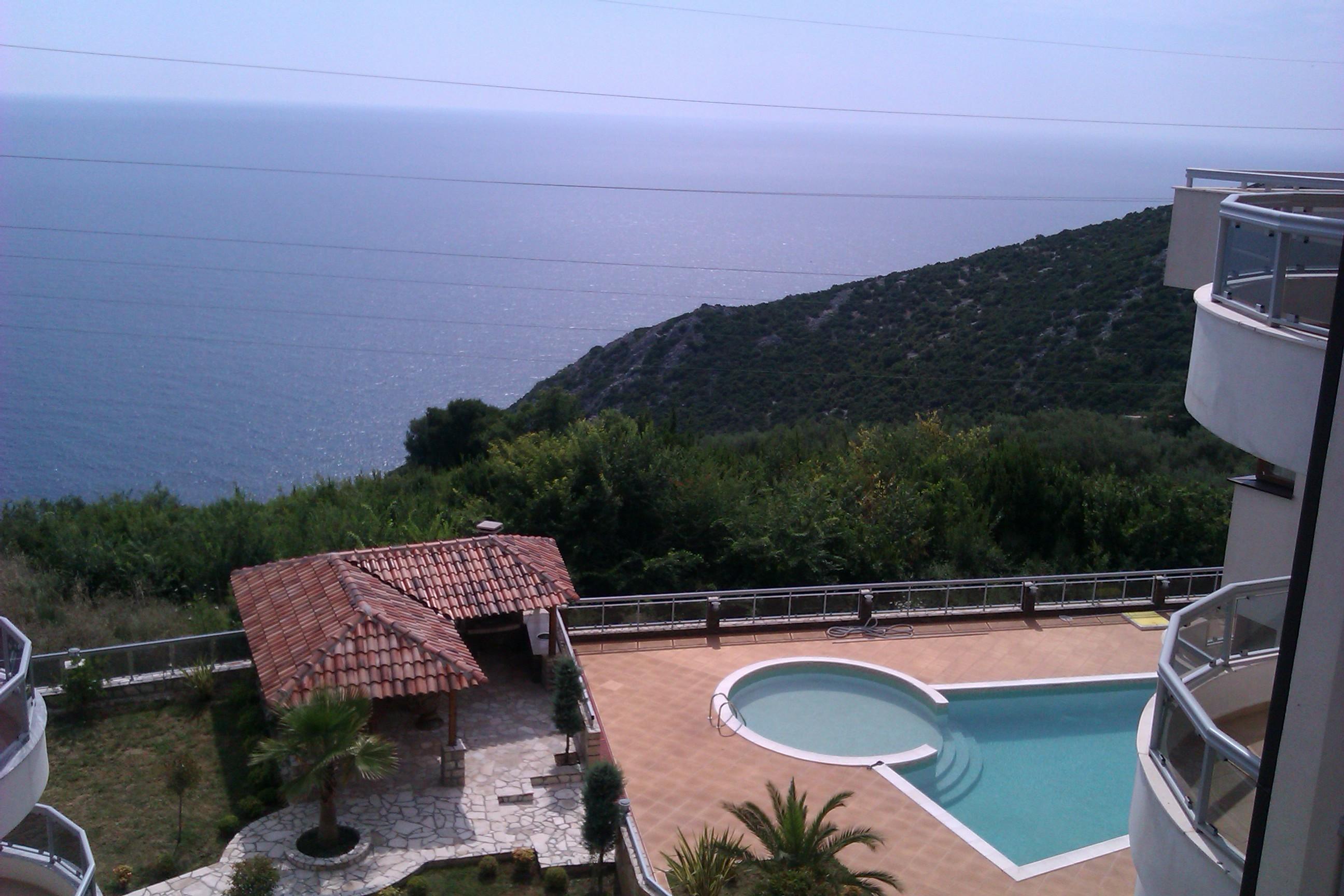 Изглед към Средиземно море от планината