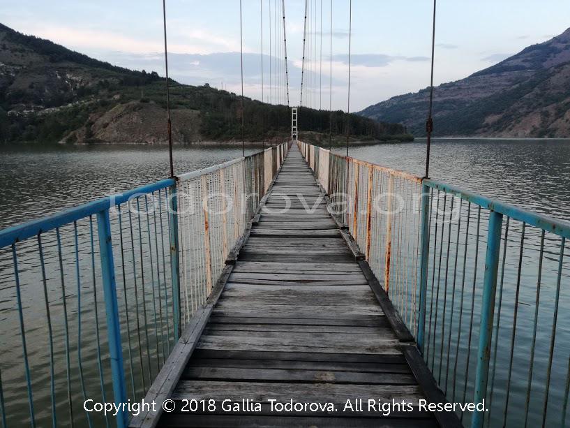 Село Лисиците и висящият мост